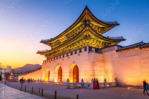 Fotobehang Seoel Gyeongbokgung Palace, front of Gwanghuamun gate in downtown Seoul, South Korea. Name of the Palace 'Gyeongbokgung'