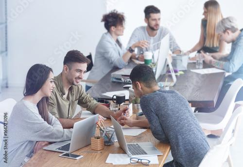 Cuadros en Lienzo Employees grasping concept