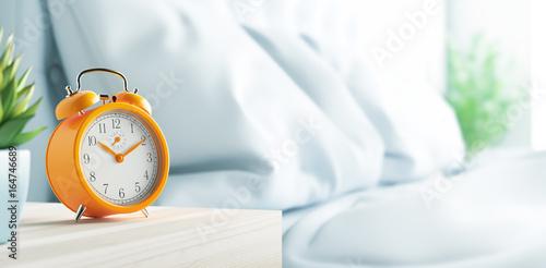 Sveglia su comodino in camera da letto, mattino Wallpaper Mural