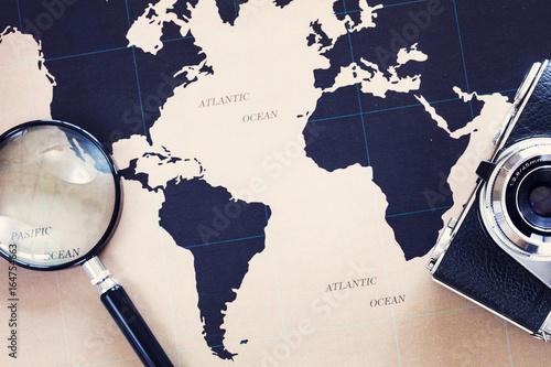 Plakat Koncepcja podróży na mapie