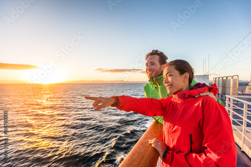 Cruise travel tourists couple pointing at sea view from ferry tour Fototapete