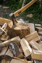 Rąbanie Drewna Na Opał