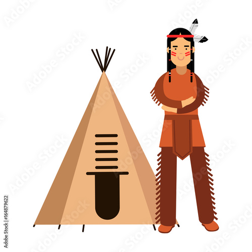 Foto Native american indian in traditional costume standing near his wigwam or teepee