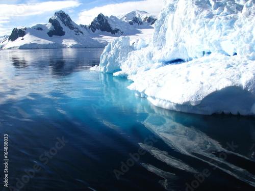 In de dag Ochtendgloren Iceberg, Antarctique