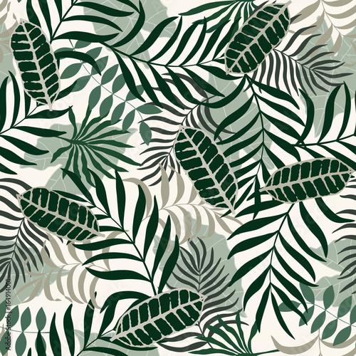 Keuken foto achterwand Tropische bladeren Tropical background with palm leaves. Seamless floral pattern