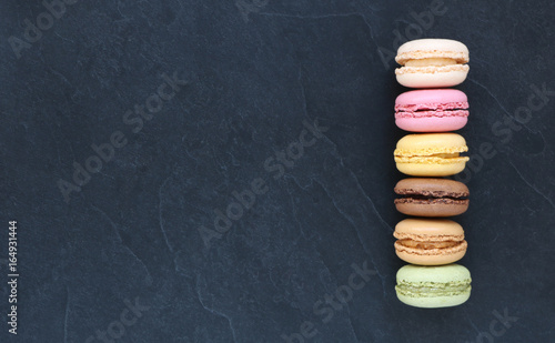 Canvas Prints Macarons Macarons sur ardoise, carte , menu
