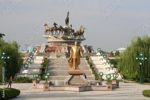 Monument des chevaux Ahal Teke Canvas Print