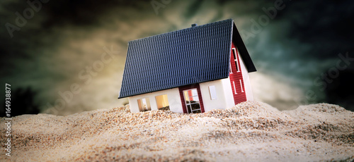 Fotografía Miniature of house standing in sand