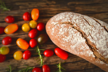 Bread with multicolored tomatoes