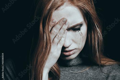 Fotografía  Tears falling down girl's cheek with depression