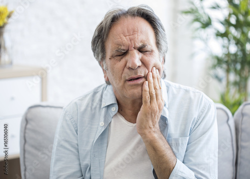 Fotografia  Old man with toothache
