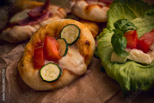 Kleine Mini Pizza Vom Grill Buy This Stock Photo And Explore