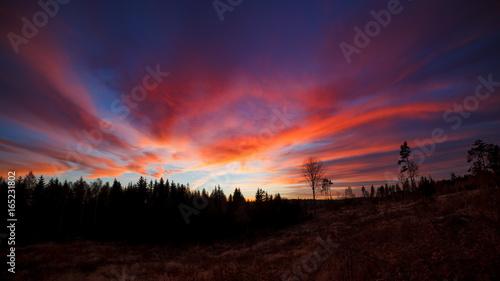 Foto op Plexiglas Crimson Beautiful vibrant sunset clouds landscape