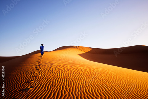 Spoed Foto op Canvas Marokko Alone in Sahara, Morocco