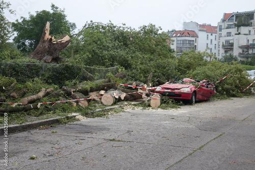 Fotobehang Onweer Unwetter Schäden - Gewitterfront