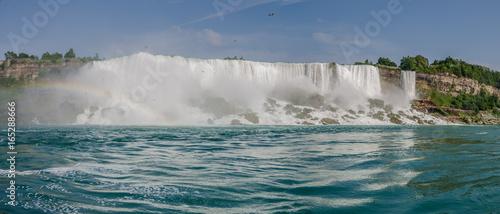 Fototapeten Wasserfalle Rainbow arc in Niagara Falls