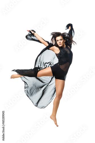 tancerka-w-pieknym-czarnym-stroju-na-bialym-tle
