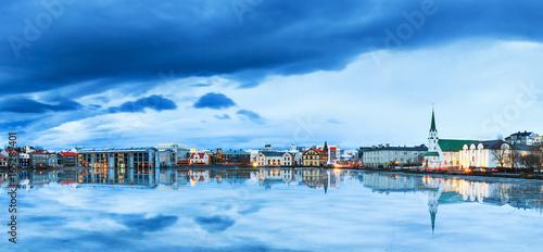 Valokuva  Beautiful panorama of the skyline cityscape of Reykjavik, reflected in lake Tjor