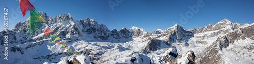 Staande foto Nepal Great panoramic view to Renjo La pass in the Khumbu Valley in Nepal