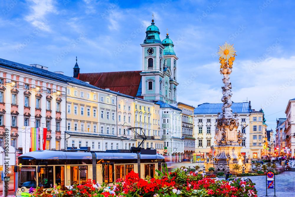 Fototapety, obrazy: Linz, Austria. Holy Trinity column on the Main Square (Hauptplatz).