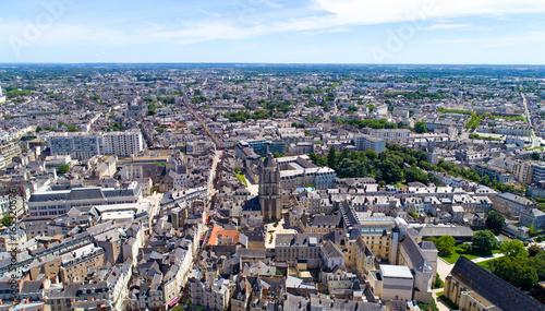 Photo Vue aérienne sur le centre ville et la tour Saint Aubin d'Angers