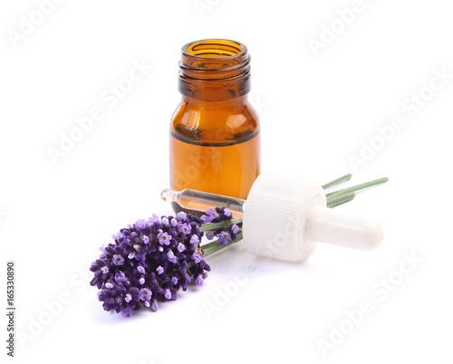 Tuinposter Lavendel flacon d'huile essentielle de lavande