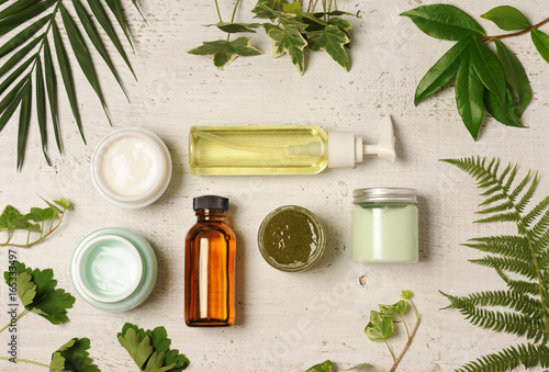 Fotografia  green cosmetic arrangement