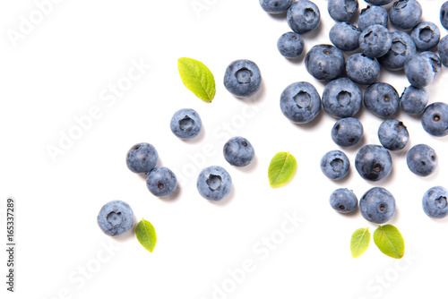Fresh blueberries and leaves, berry frame isolated on white background, top view Fototapete