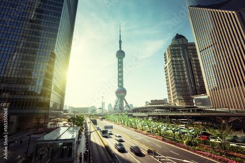 Foto auf AluDibond Shanghai road in Shanghai lujiazui financial center