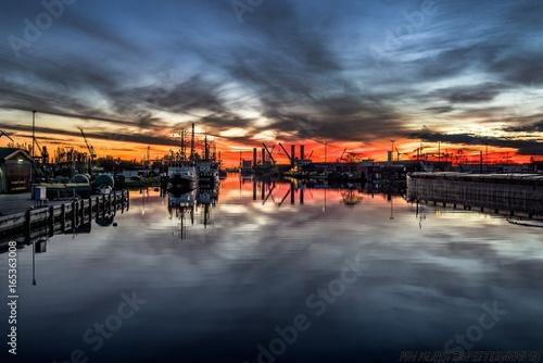 Sonnenuntergang im Hafen Fototapeta