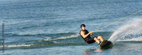 Plakat Wakeboarder na jeziorze