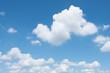 Leinwandbild Motiv ciel bleu nuage blanc fond beau temps météo arrière plan
