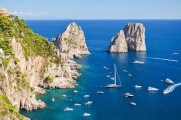 Fototapetawspaniały pejzaż klifów na wyspie capri, włochy