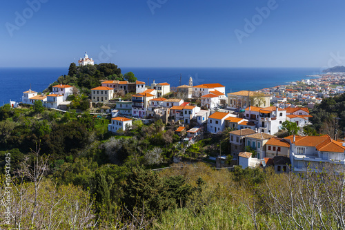 Staande foto Mediterraans Europa View of Paleo Karlovasi village on Samos island, Greece.