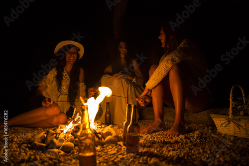 Printed kitchen splashbacks Fairytale World Friends Gathered Around a Campfire