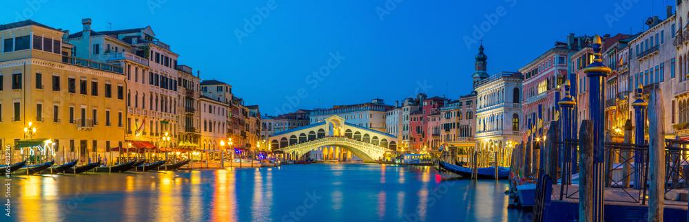 Fototapety, obrazy: Rialto Bridge in Venice, Italy