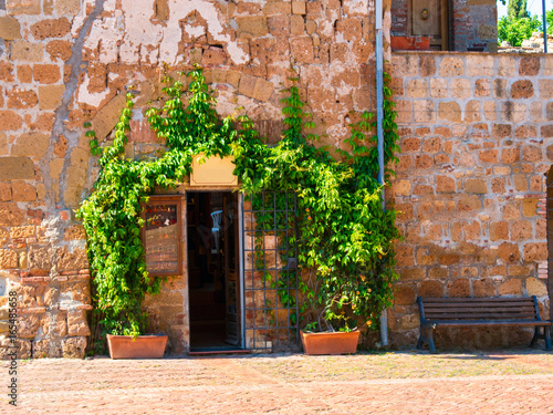 szczegoly-drzwi-z-sredniowiecznego-miasta-sovana