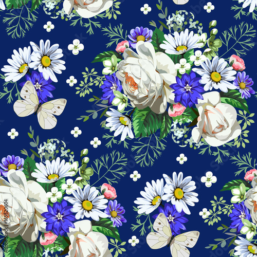 Seamless pattern with white roses and daisies 4 © Maria