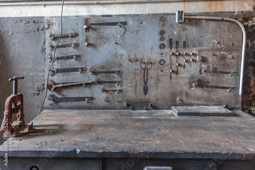 Obraz workbench in abandoned factory - fototapety do salonu