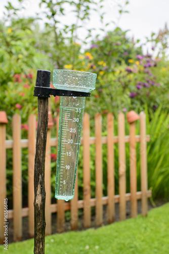 Regenmesser Niederschlagsmesser 35ml Kaufen Sie Dieses Foto