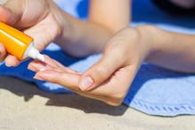 Woman Hands Putting Sunscreen ...