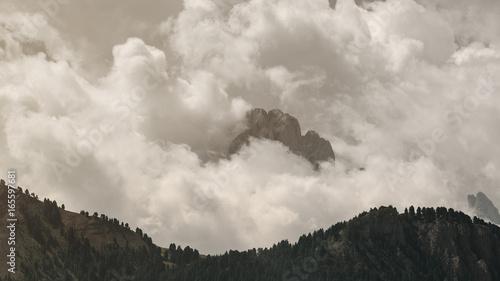 Gipfel der Geislergruppe in den Wolken