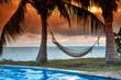Hängematte im Sonnenuntergang vor Palmen und Meer, Sansibar, Tansania, Afrika