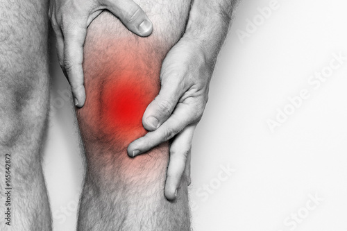 Photo Acute pain in a knee joint, close-up