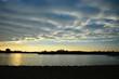 Zachód słońca nad jeziorem