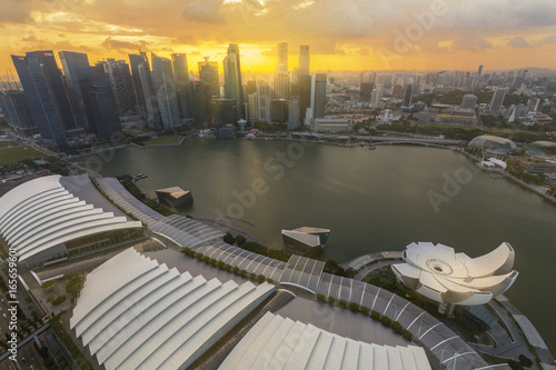Photo  Bide's eye view of Singapore cityscape around marina bay sand  and CBD building