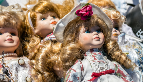 Tablou Canvas close-up of retro and vintage porcelain dolls for collection