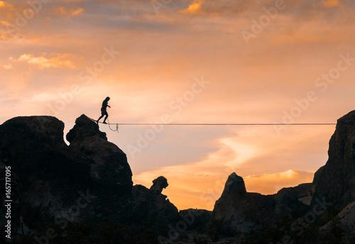 Cuadros en Lienzo An acrobat walking the slackline