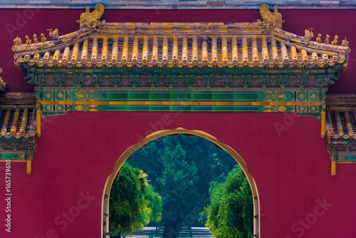 Tor im Zhongshan Park in Peking