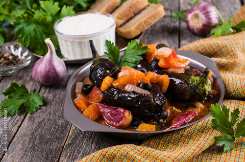 Fotobehang Schaaldieren Stewed eggplant with vegetables